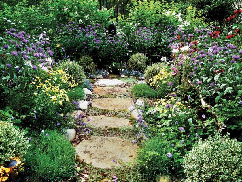 ci-livslange-landskab-design-pg008_stone-sti-along-roses_4x3-jpg-rend-hgtvcom-1280-960