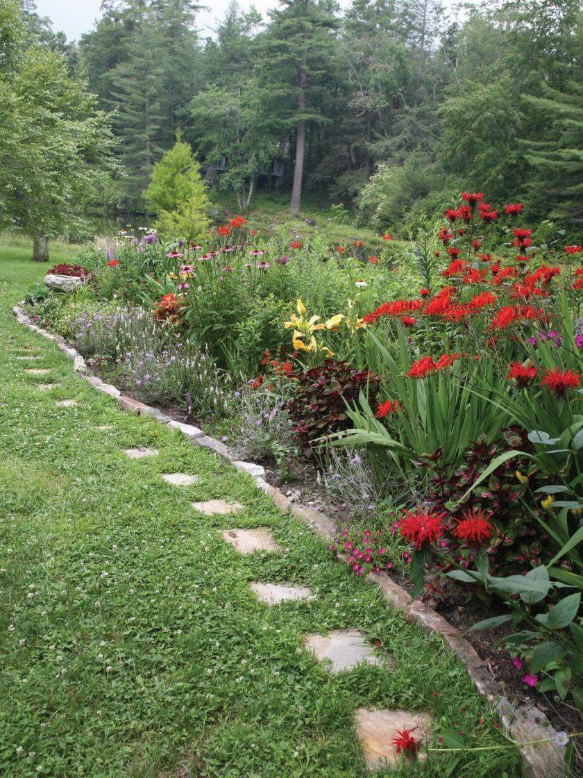 ci-livslange-landskab-design-pg018_red-og-blandet-medley-of-flowers_3x4-jpg-rend-hgtvcom-1280-1707