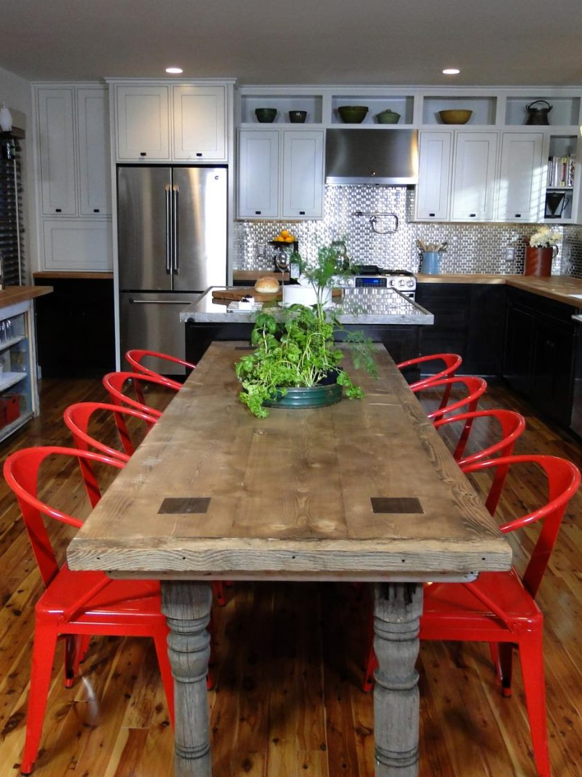 dkcr210_farm-house-kitchen-table-red-chairs_s3x4-jpg-rend-hgtvcom-966-1288