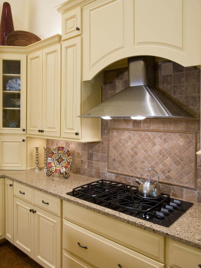 dp_acm-design-beige-fløde-arts-og-håndværk-køkken-hood_v-jpg-rend-hgtvcom-1280-1707