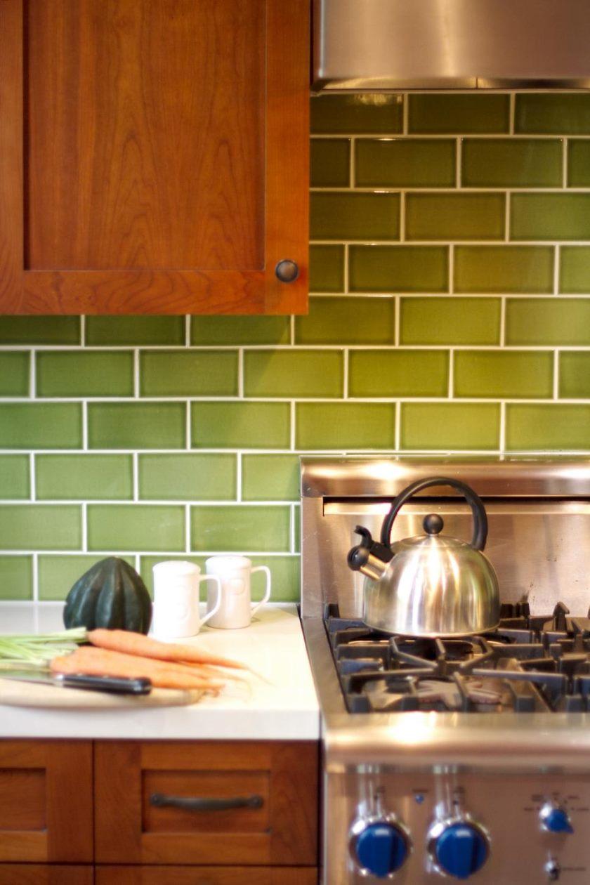 dp_kari-McIntosh-dawdy-grøn-arts-og-håndværk-køkken-range-detail_v-jpg-rend-hgtvcom-966-1449