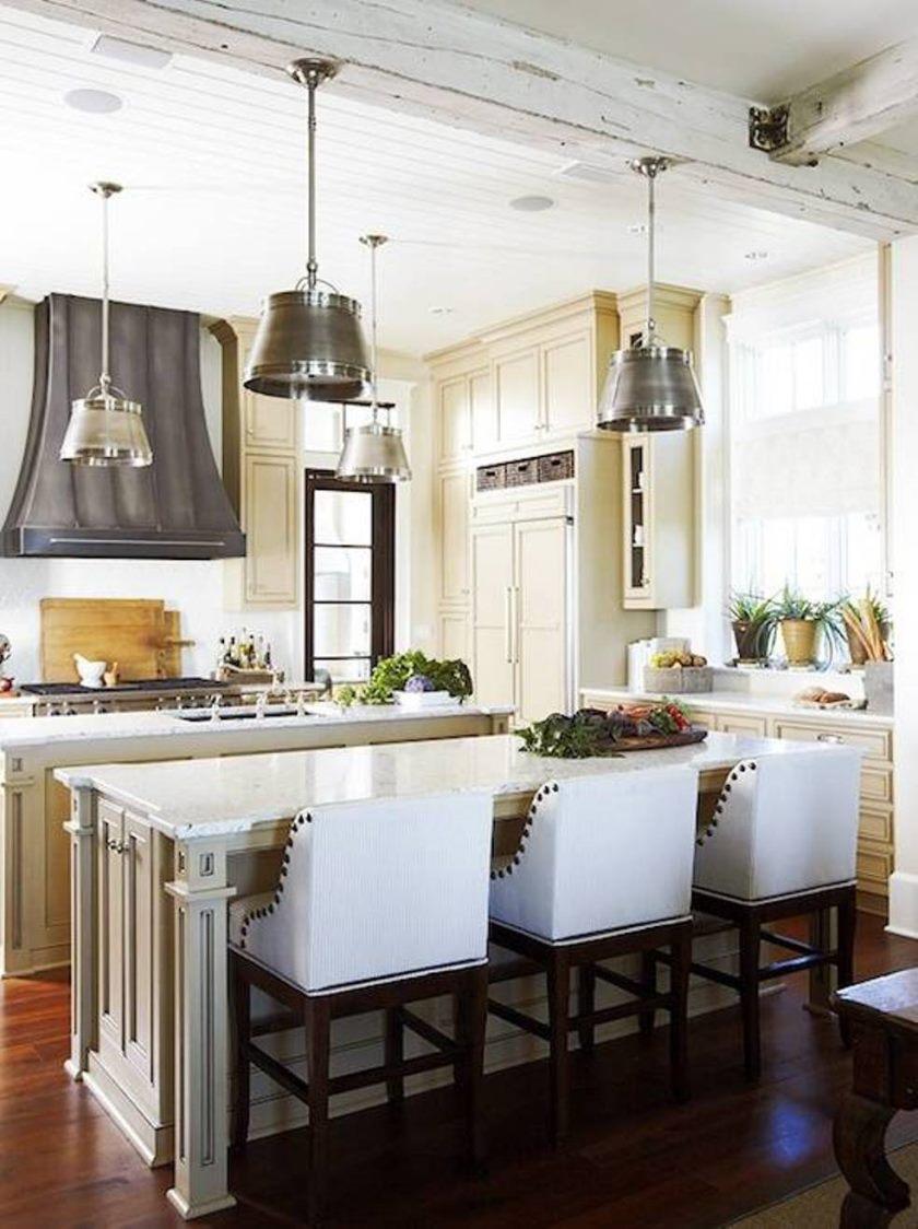 fransk-køkken-design-med-industrielle-køkken-vedhæng-og-beadboard loft