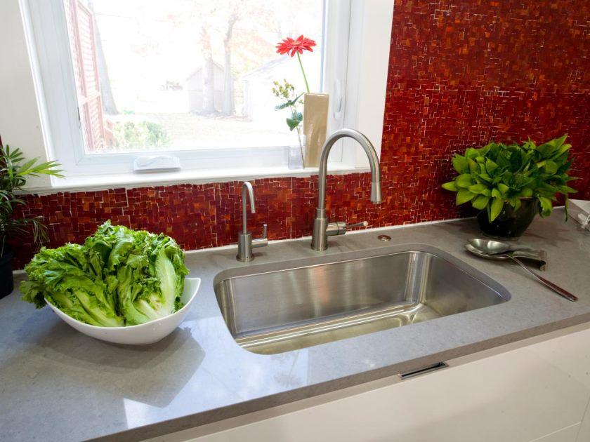 hkitc106_after-rød-flise-køkken-backsplash-detail_s4x3-jpg-rend-hgtvcom-1280-960
