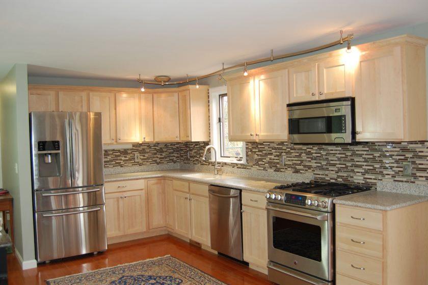 utrolig-hjørne-køkken-design-interiør-med-beige-kabinet-refacing-cost-lavet-fra-træ-materiale-kombineret-med-mosaik-fliser-køkken-backsplash