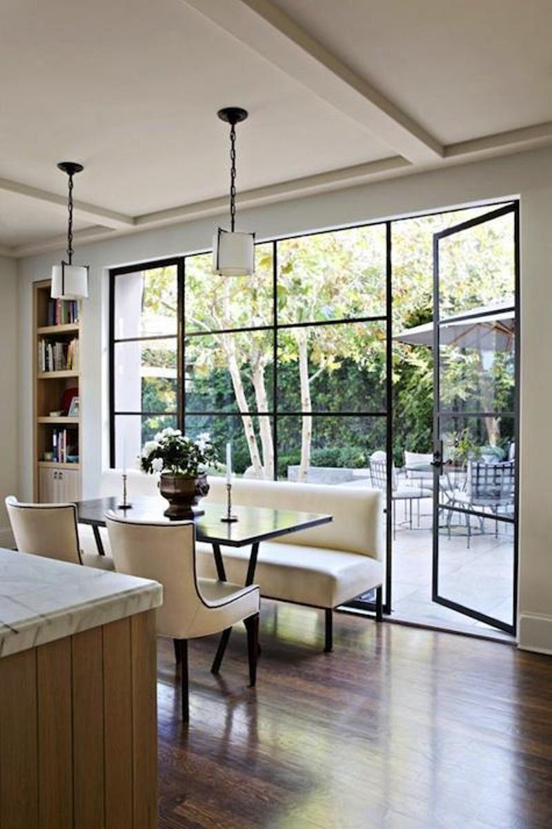 metal-indrammet-døre-fra-køkken-til-haven