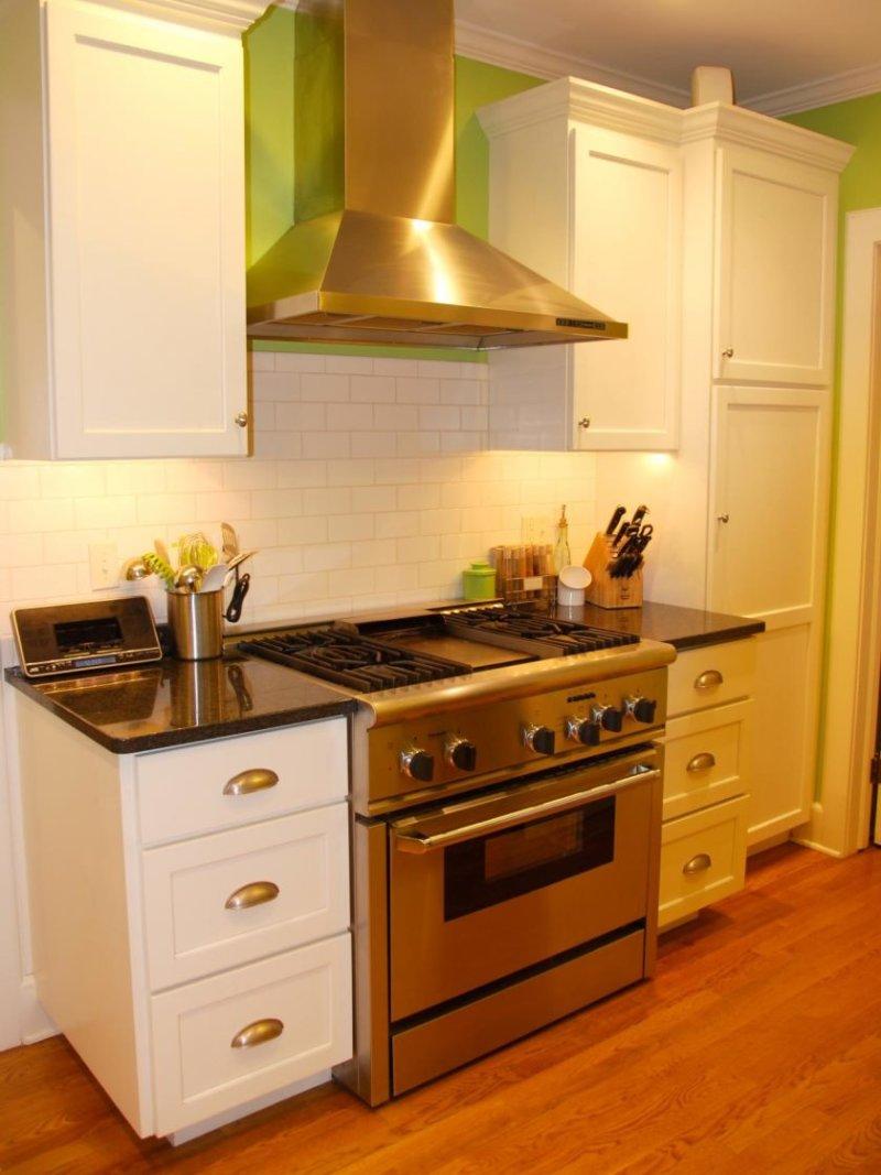 rms_feltsocute-lille-køkken-makeover-20s-style_s3x4-jpg-rend-hgtvcom-1280-1707