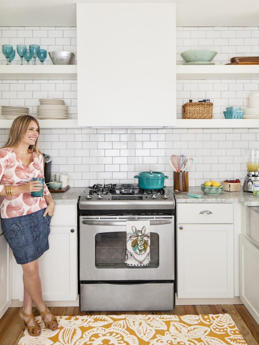 rx-hgmag018_small-white-kitchen-121-a-3x4-jpg-rend-hgtvcom-966-1288