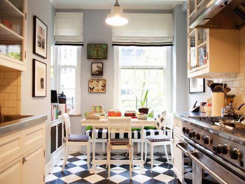 sød-køkken-ikea-design-ideer-med-rustfrit stål-fritstående-interval-plus-ovn-også-hvid-lamineret base- køkken-skabslignende plus-rustfrit stål-bordplade-langs-creme-farve- væg-keramik-fliser-backs