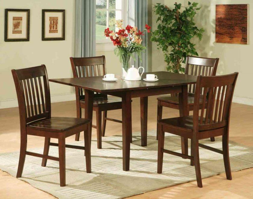antik-kompakt-køkken-table-og-stole-på-bordene-chic