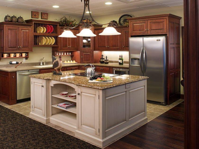 tiltalende design-for-køkken-ø-belysning-ideer-med-sort-metal-tak-lysekrone-hænge-on-the-loft-være-udstyret-hvid-glas-vedhæng-lys-formet-plade-med oversiden og rundt-hvid-loft-lys-design