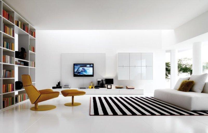 forbavsende-minimalistisk stil-interiør-design-stue-værelse-rummelig-med-træ-gulv-designere-galleri-moderne-futuristisk-brun