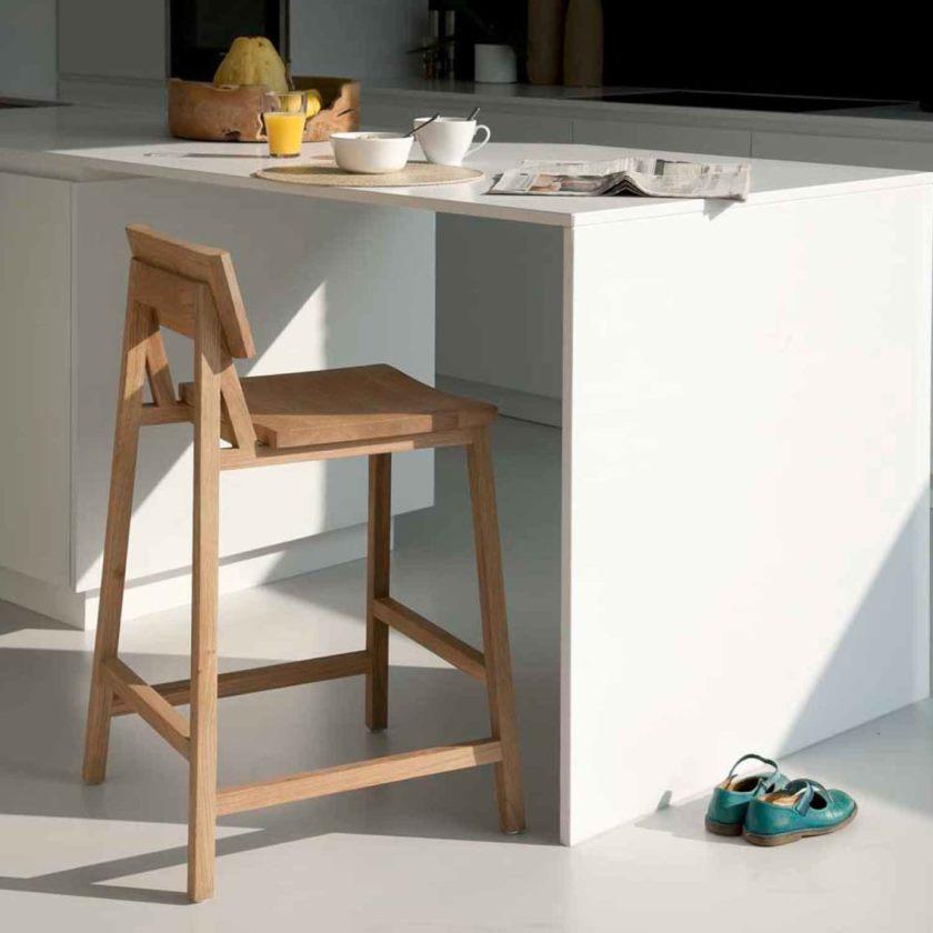 smukke-hvid-brun-træ-moderne-design-hvide-kabinet-køkken-stole-spindel-table-hvide-shoes-møbler-at-køkken-som-godt-som-metal-køkken-cart-on-hjul- plus-rustfrit køkken-cart-1138x1138