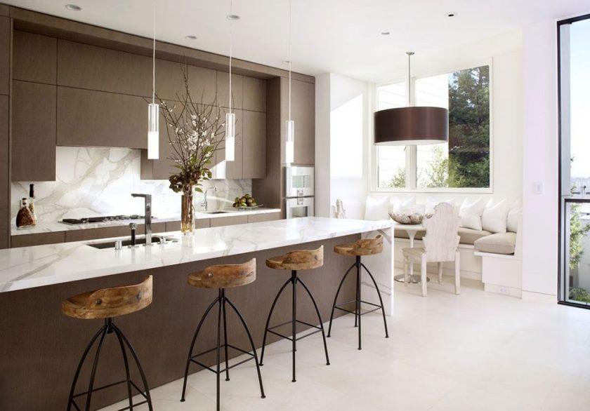 brun-granit-bordplader-set-beige-væg-maling-neutral-køkken-med-rød-accenter-epoxy-gulv-til-luksus-stue-ideer-neutral-køkken-layout-ideer-beige-ceramic- gulv-flise