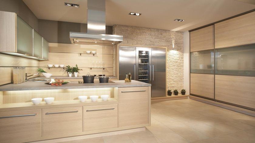 classy-køkken-trendy design-in-moderne-hjem-med-beige-kabinet-køkken-herunder-belysning-ideer-in-loft-moderne-køkkener-ideer