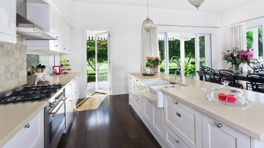 haute-résolution-propre-cuisine-1-belles-cuisines-avec-armoires-blanches-1600-x-900-1