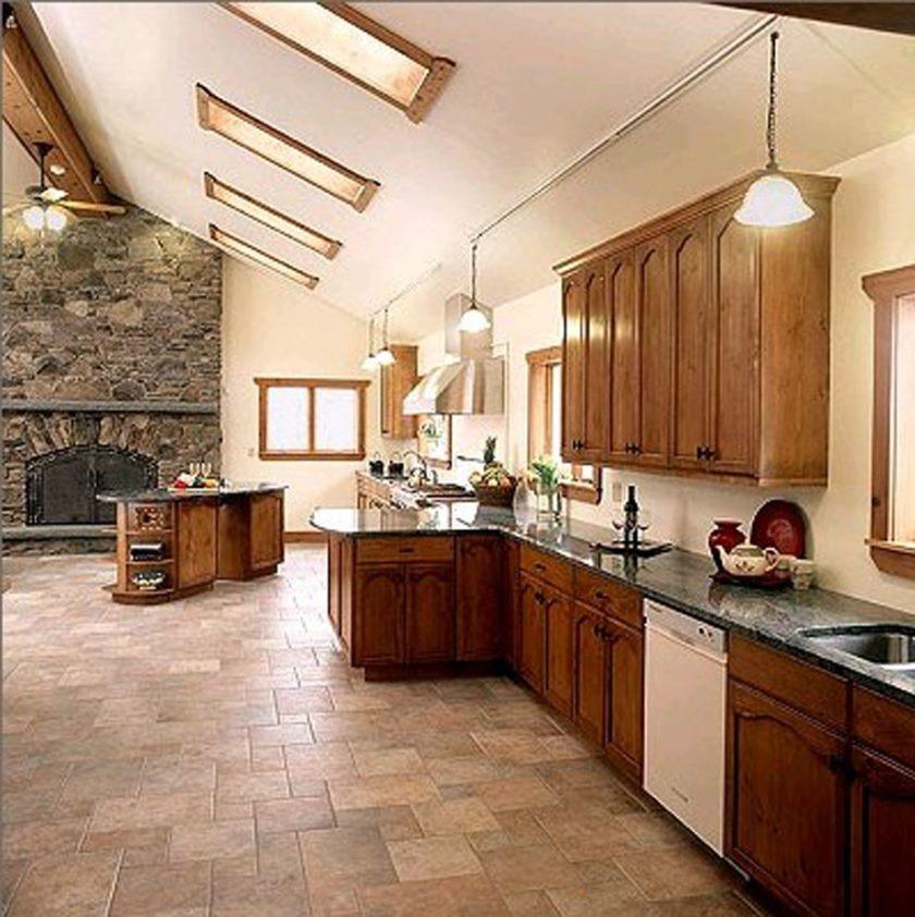 ideer-smukke-køkken-interiør-ides-med-l-formet-træ-kabinet-hjælp-sort-granit-bordplade-også-træ-cabintery-design-og-lille-brand-sted-24-køkken-flise gulve-designs-til-din-Inspirat