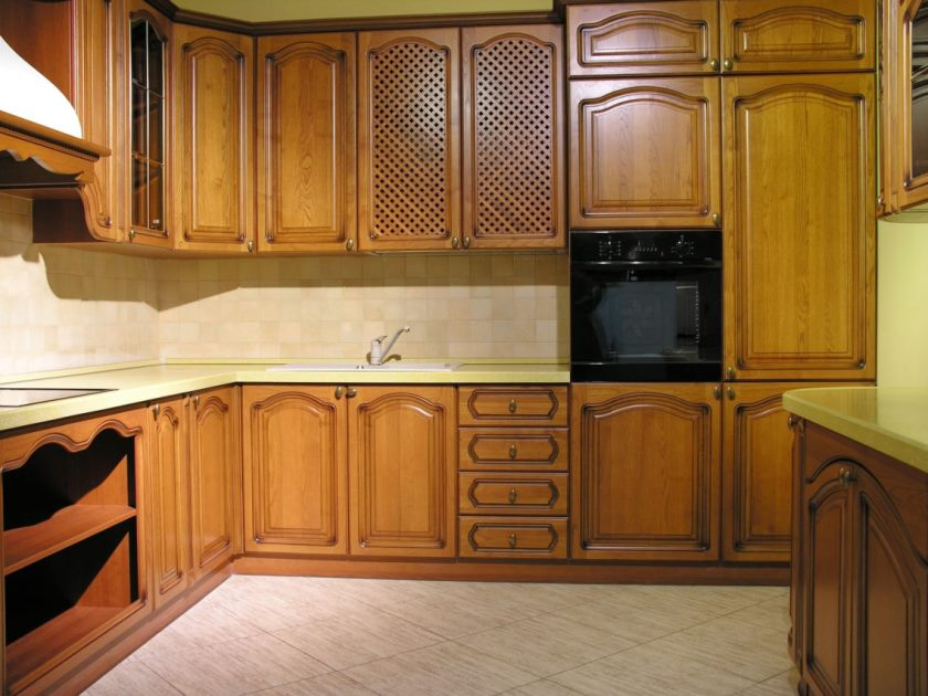 interessant-Darki-brun-træ-rustfrit rustik design-solid-træ-køkken-kabinet-L-form-træ-teak-vandhaner-væg-ovn-møbler-at-køkken-med-custom-køkkener-plus- møbelsnedkere-1138x854