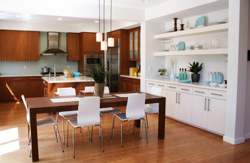 interiør-møbler-køkken-vidunderlige-interiør-køkken-design-ideer-med-moderne-hvid-træ-kabinetter-in-the-højre-side-og-fascinerende-brun-træ-spisning-set-combinated-hvid- stole-som-godt-som-kitch
