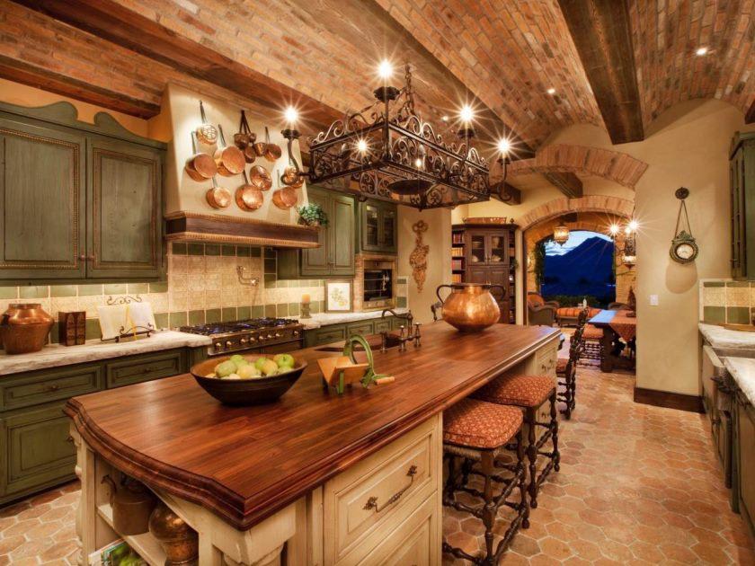 mediterranan-køkken-mursten-væg-rustikke-country-køkken-borde-gulv-til-loft-køkken-skab-det-traditionel-køkken-køkken-open-hylder