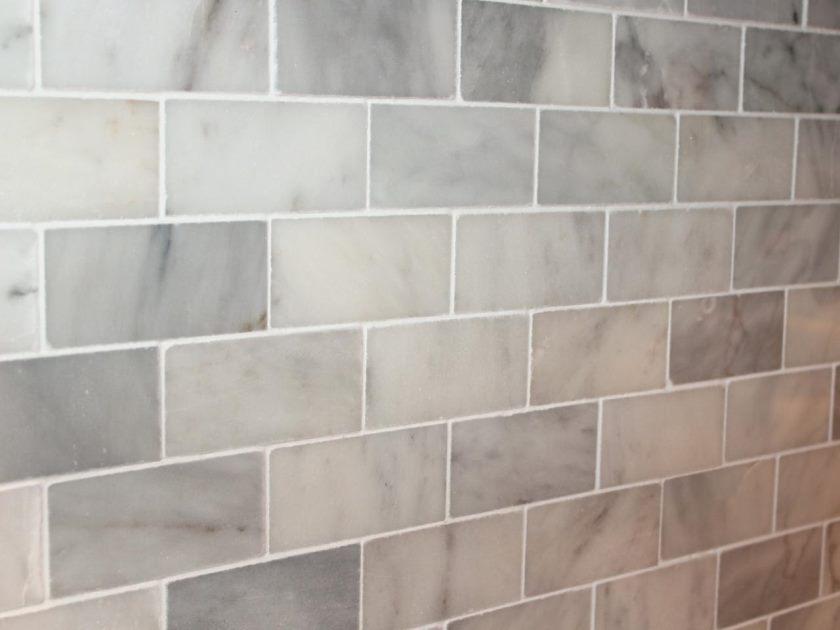 original_camille-smith-marmor-backsplash-rengjort-grout_s4x3-jpg-rend-hgtvcom-1280-960