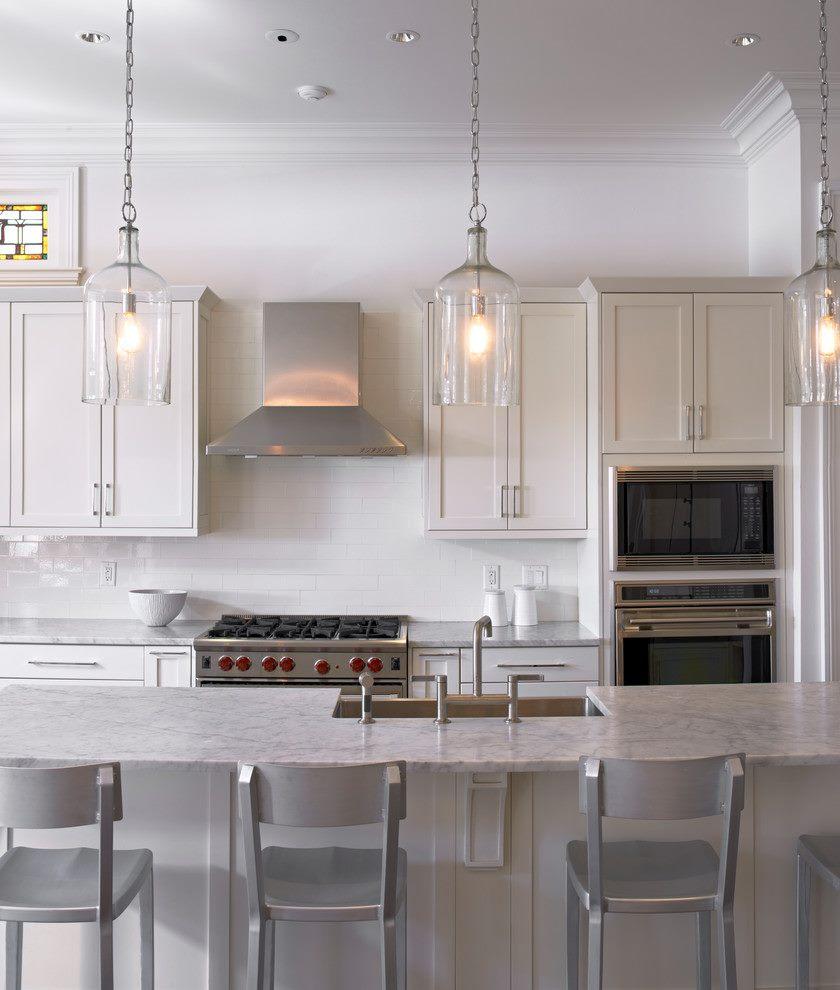 pendul-lys-køkken-traditionel-med-aluminium-afføring-frame-og-panel-frysere-køkken