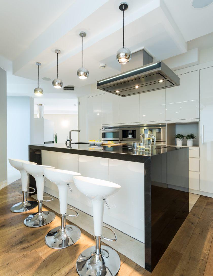 armoires de cuisine modernes-polies-blanc-noir-brillant