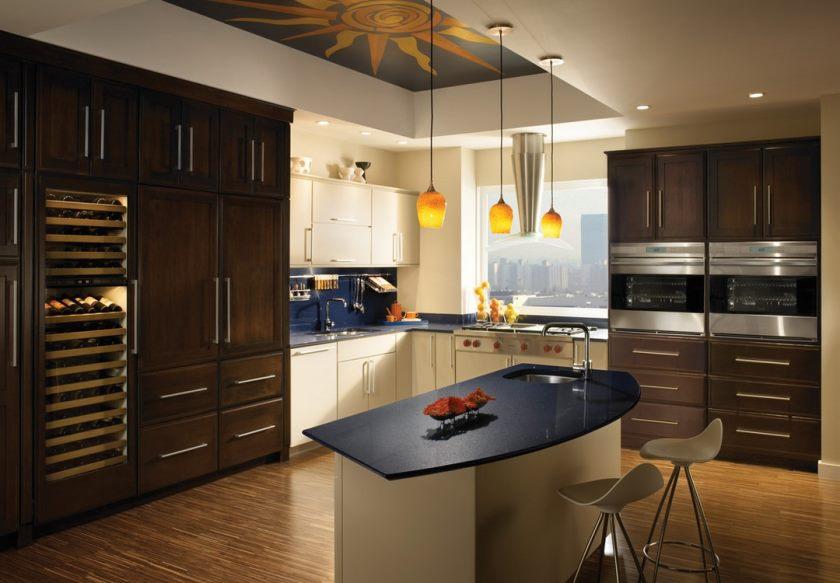 lille-køkken-med-loft-udsmykning