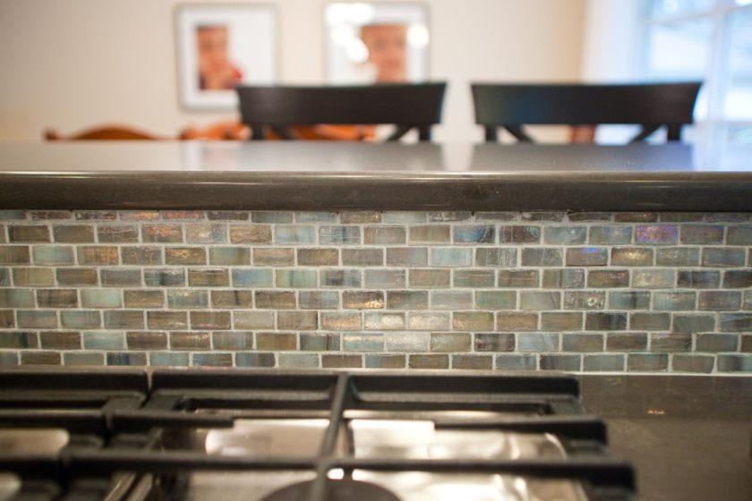 bedøvelse-bedøvelse-turkis-backsplash-flise-turkis-og-bronze-glas-fliser-køkken-backsplash-tip-of-turkis