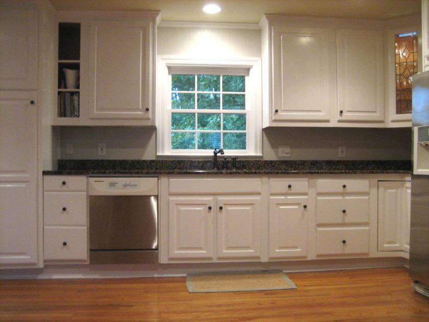 superior-grå-kabinetter-beige-vægge-5-maling-køkken-frysere-med-hvide-vægge-1600-x-1200
