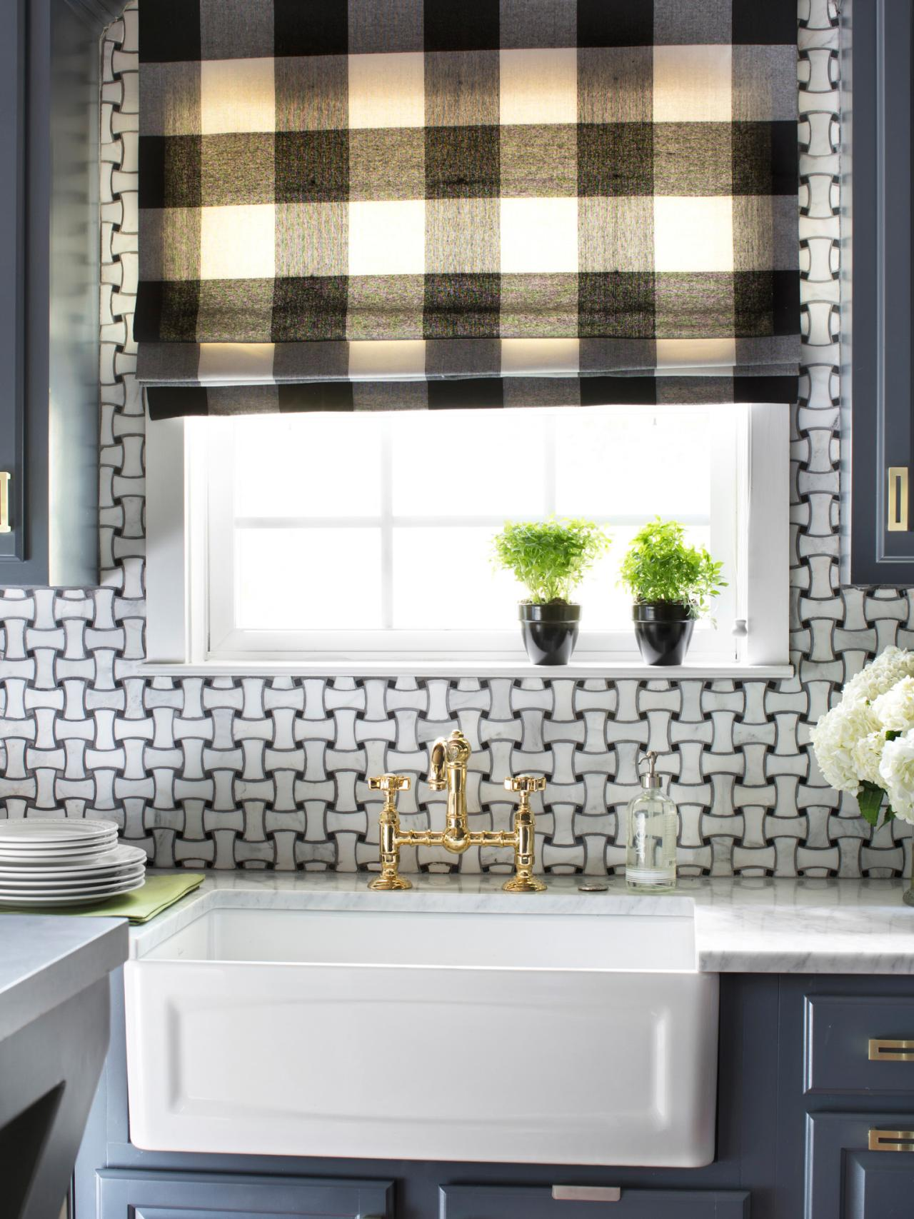 bpf_holiday-house_interior_upgrading_contractor_kitchen_apron_sink_v-jpg-rend-hgtvcom-1280-1707