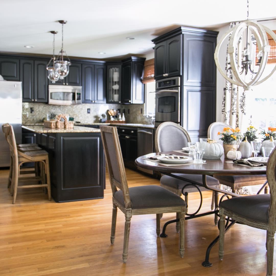 belles-armoires-de-cuisine-noires-design