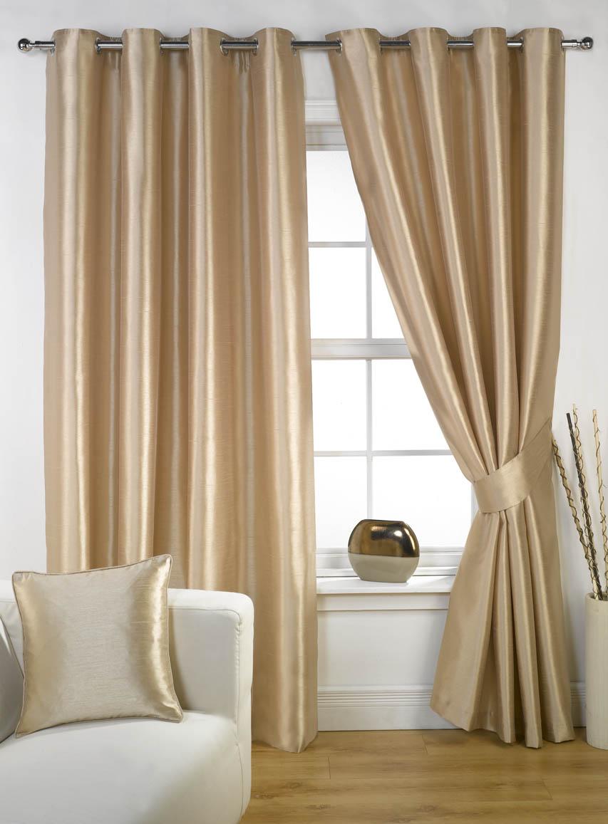 brune-badeværelse-vindue-gardiner-ikea