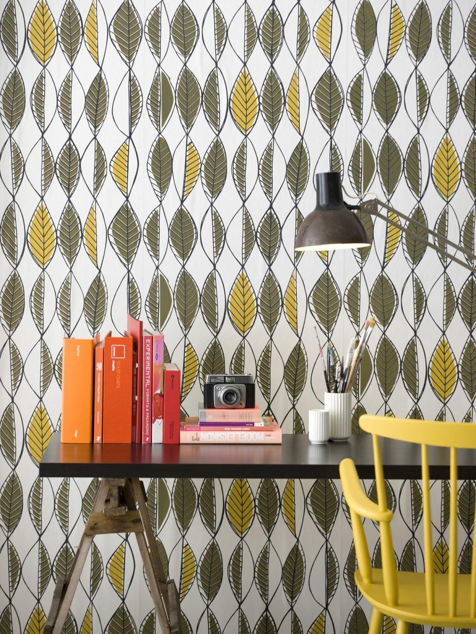 ci-ferm-living-shop_retro-leaves-wallpaper_s3x4-jpg-rend-hgtvcom-966-1288