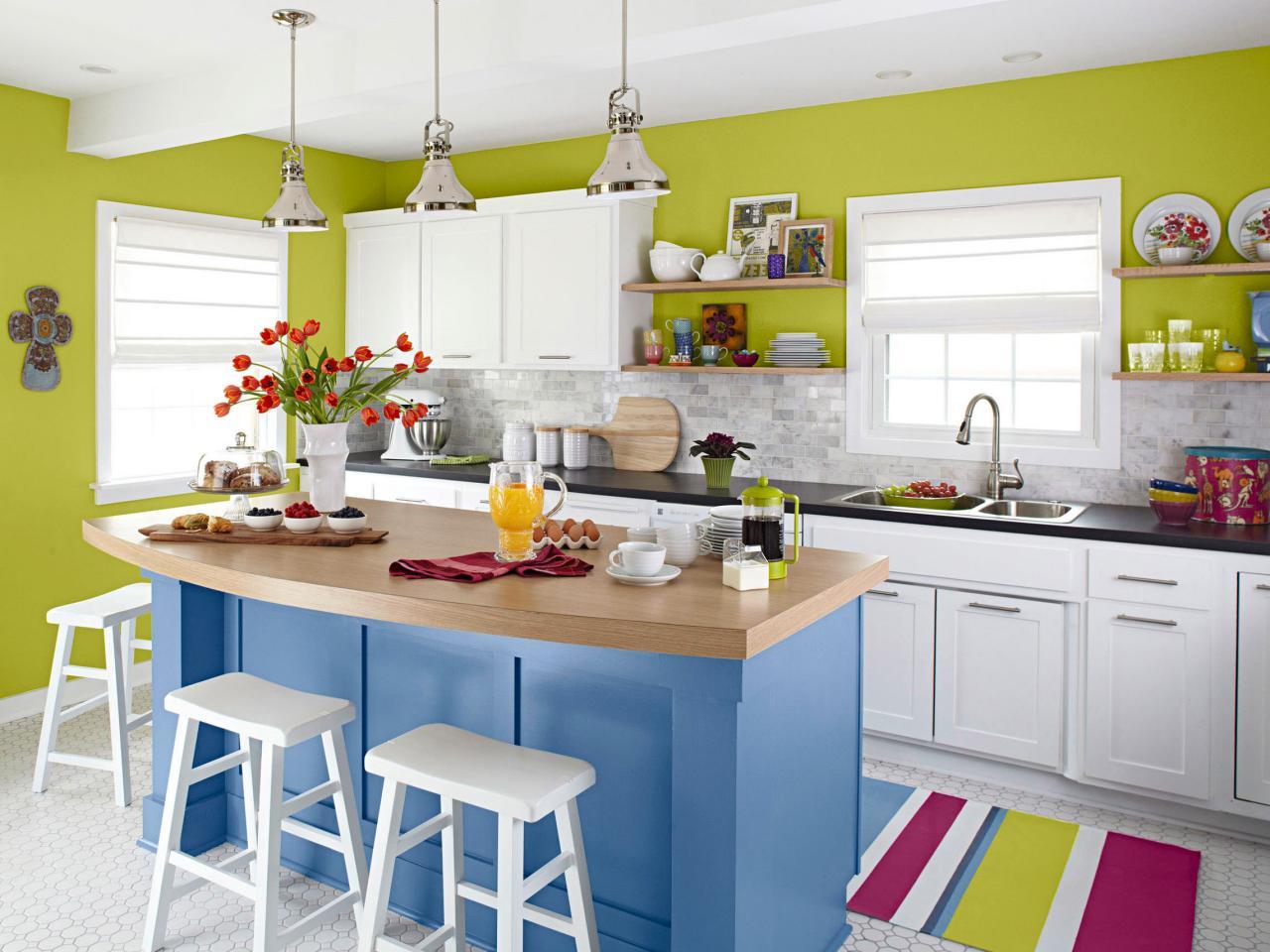 ci-lowes-kreative-ideer-lille-køkken-island_s4x3-jpg-rend-hgtvcom-1280-960