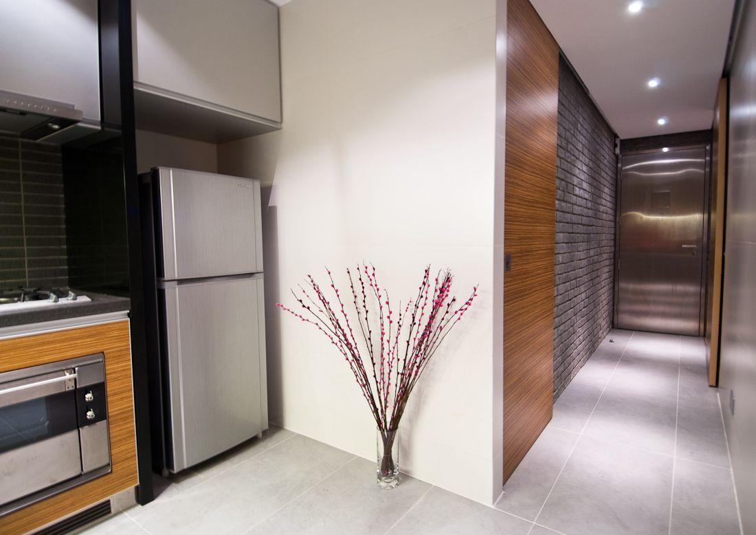 rolig-væg-maling-til-gangen-udsmykning-ideer-og-lille-loft-lamper-over-simpel-Flise