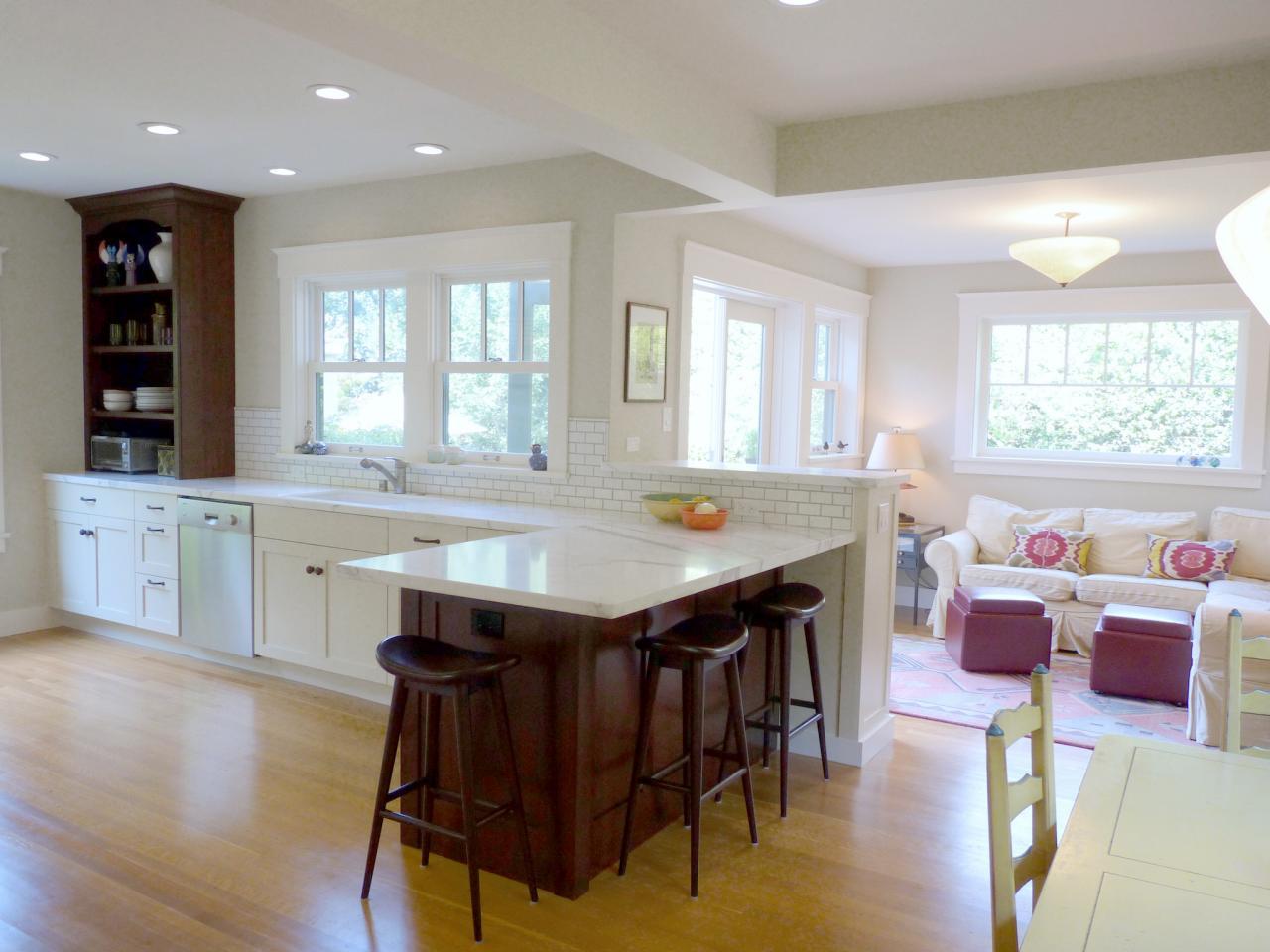 dp_catherine-Nakahara-beige-overgangsperiode-køkken-familie-værelse-flow_h-jpg-rend-hgtvcom-1280-960