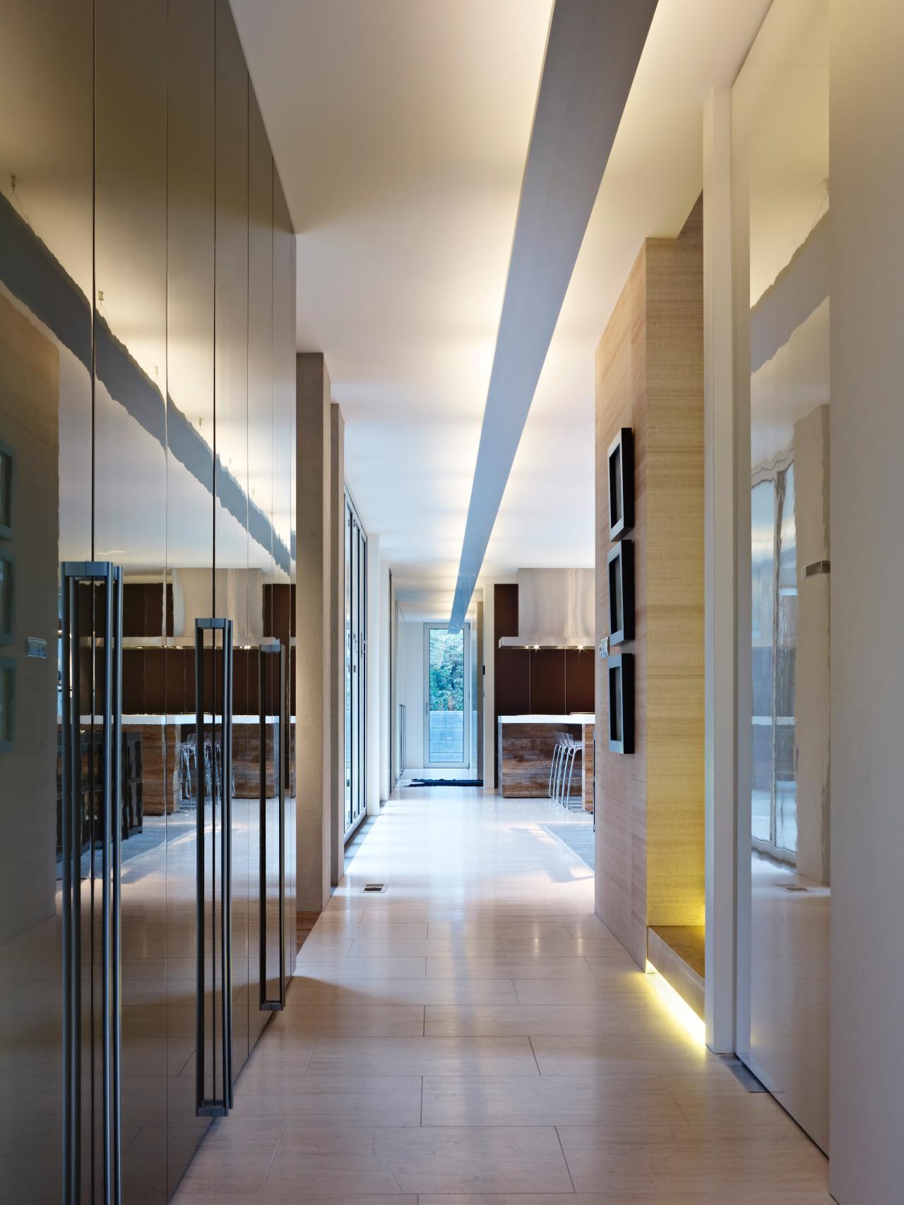 dp_karlusic-hallway-closets_s3x4-jpg-rend-hgtvcom-1280-1707
