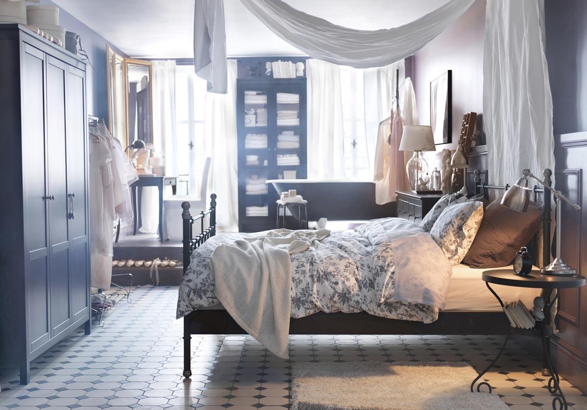 fortryllende-lejlighed-vintage-ikea-design-inspiration-identificere-vellystig-kingsize-seng-med-væn-træ-garderobe-også-dejlige-træ-kommode-table-udsmykning-ideer