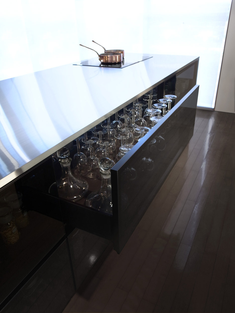 finesse_glass-kitchen_tokujin-yoshioka_dezeen_936_5