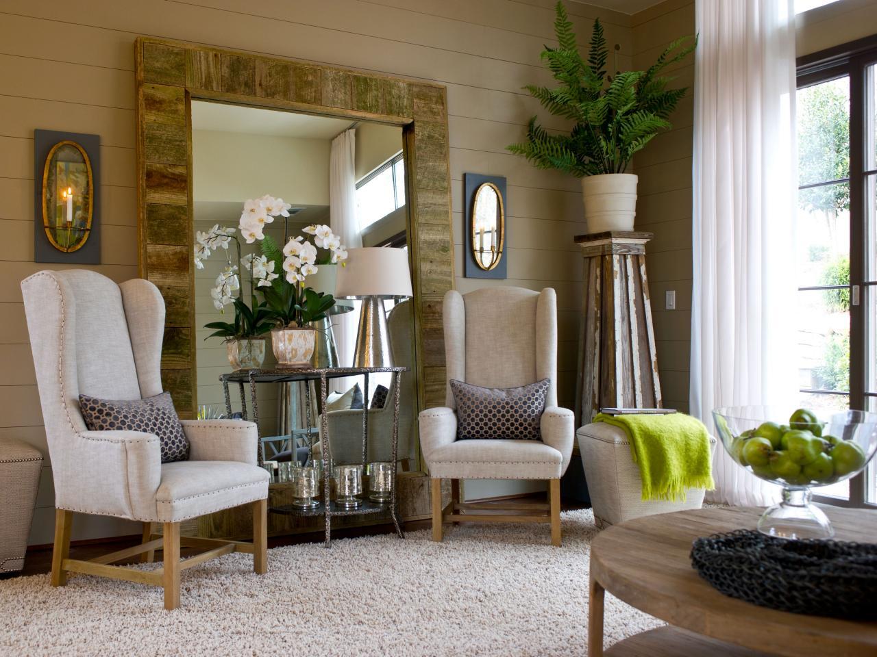 gh2012_salon-15-chaises-miroir-cour-epp4867_s4x3-jpg-rend-hgtvcom-1280-960
