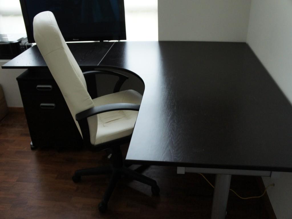 glas-l-formede-desk-ikea