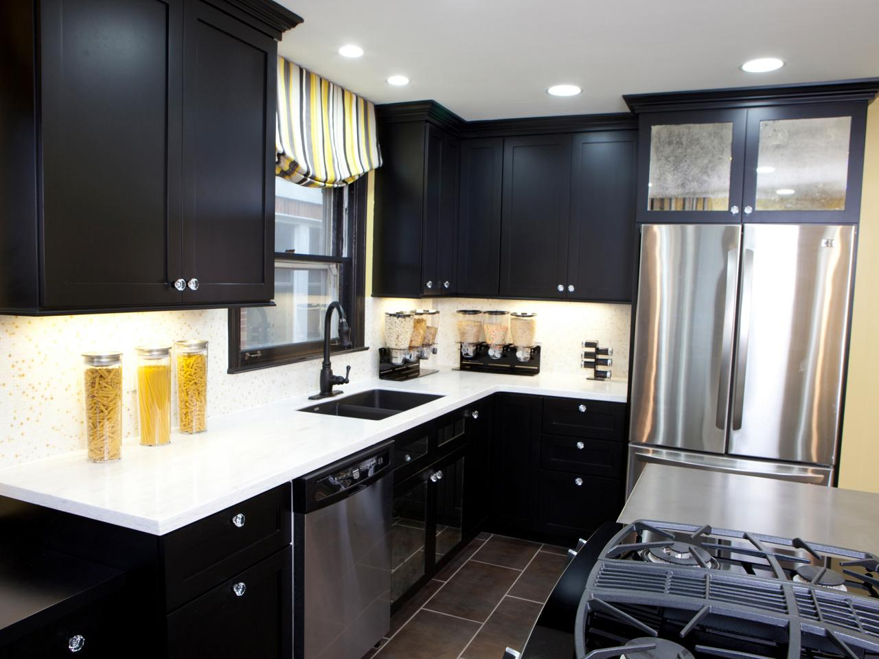 h2dsw104_after-with-black-kitchen-cabinets_s4x3-jpg-rend-hgtvcom-1280-960