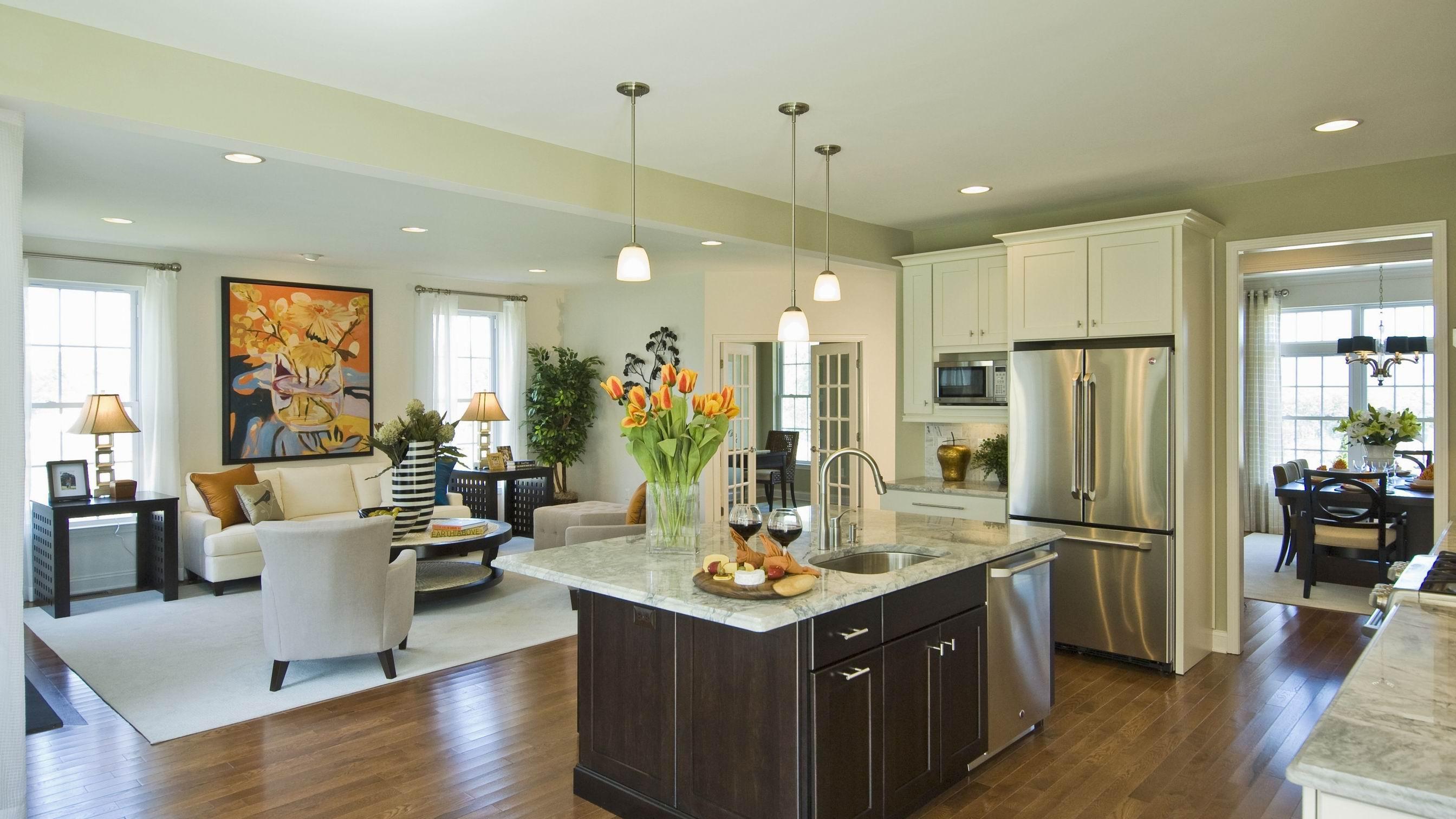 moderne-soft-lime-grøn-køkken-og-stue-med-moderne-house-interiør-design-køkken-ø-med-marmor-bordplade-og-moderne-hane-plus-vedhæng-lamper