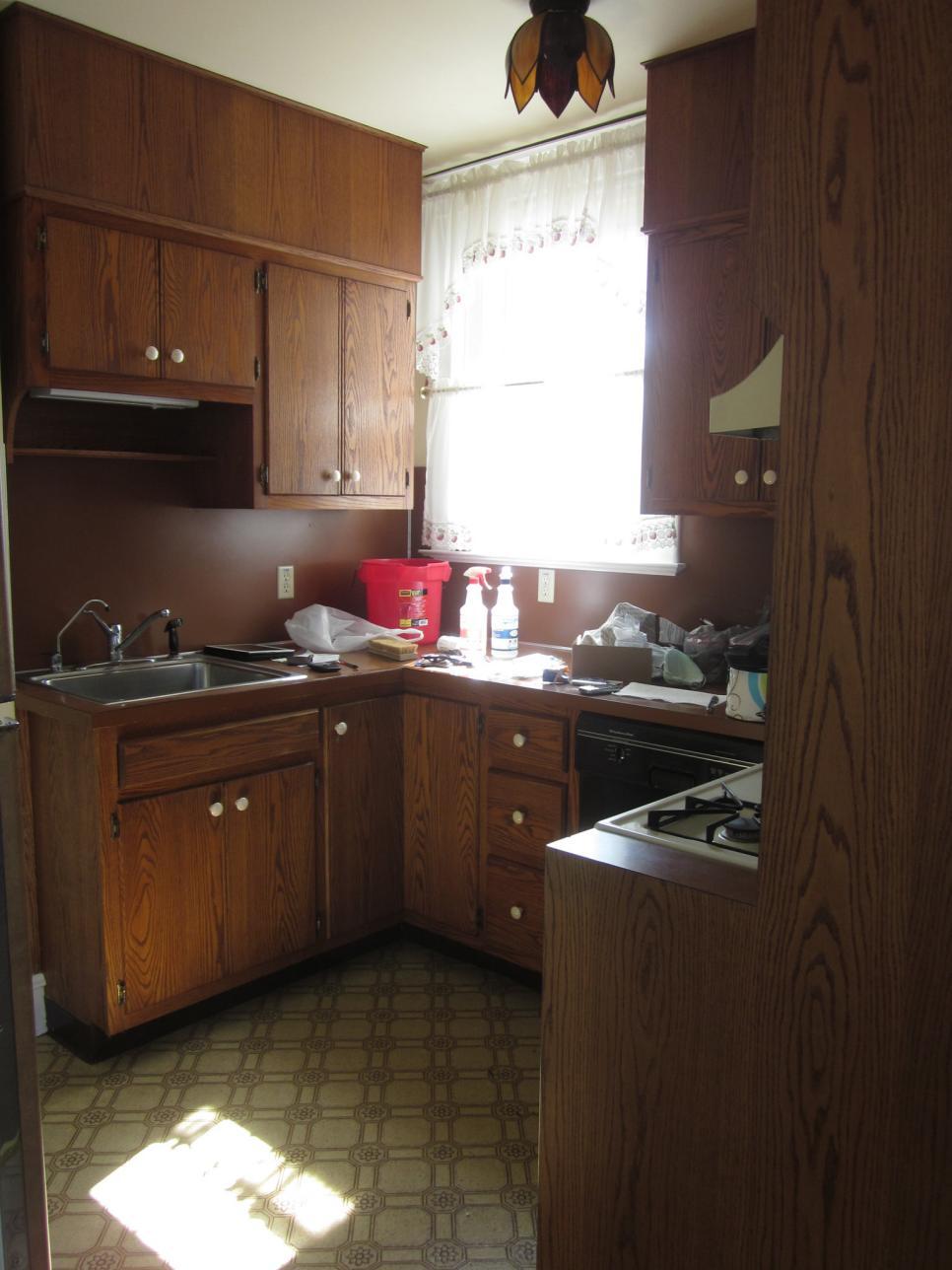 original-christinas-adventures_kitchens-under-5000-before-jpg-rend-hgtvcom-966-1288