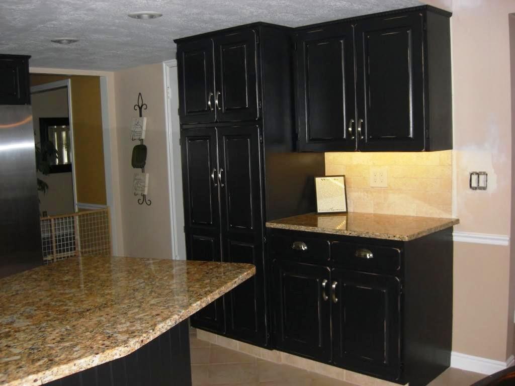 peinture-armoires-de-cuisine-noir-vieilli