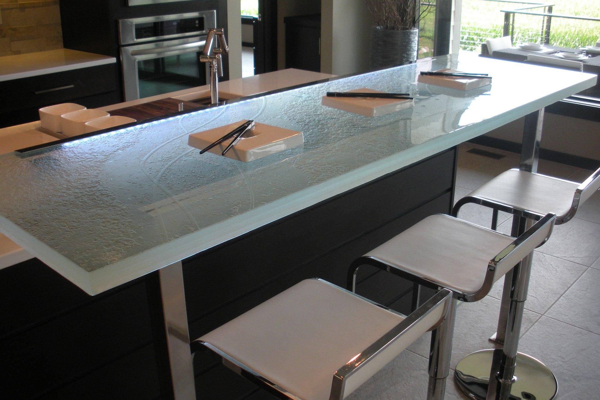 the-ultimate-luksus-touch-til-din-køkken-indretning-glas-bordplader-homesthetics-12
