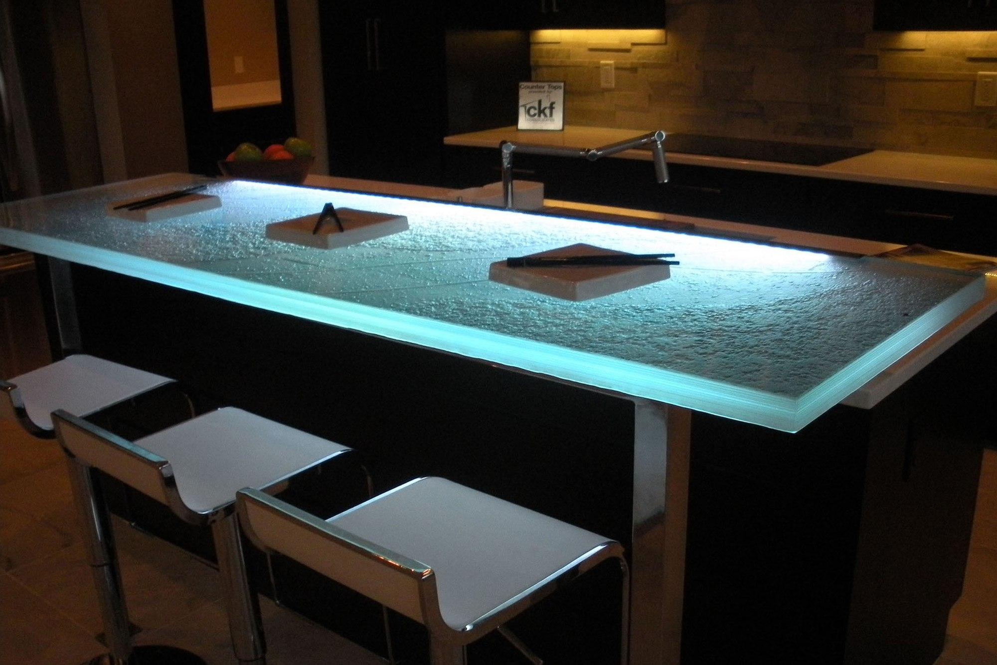 the-ultimate-luksus-touch-til-din-køkken-indretning-glas-bordplader-homesthetics-14