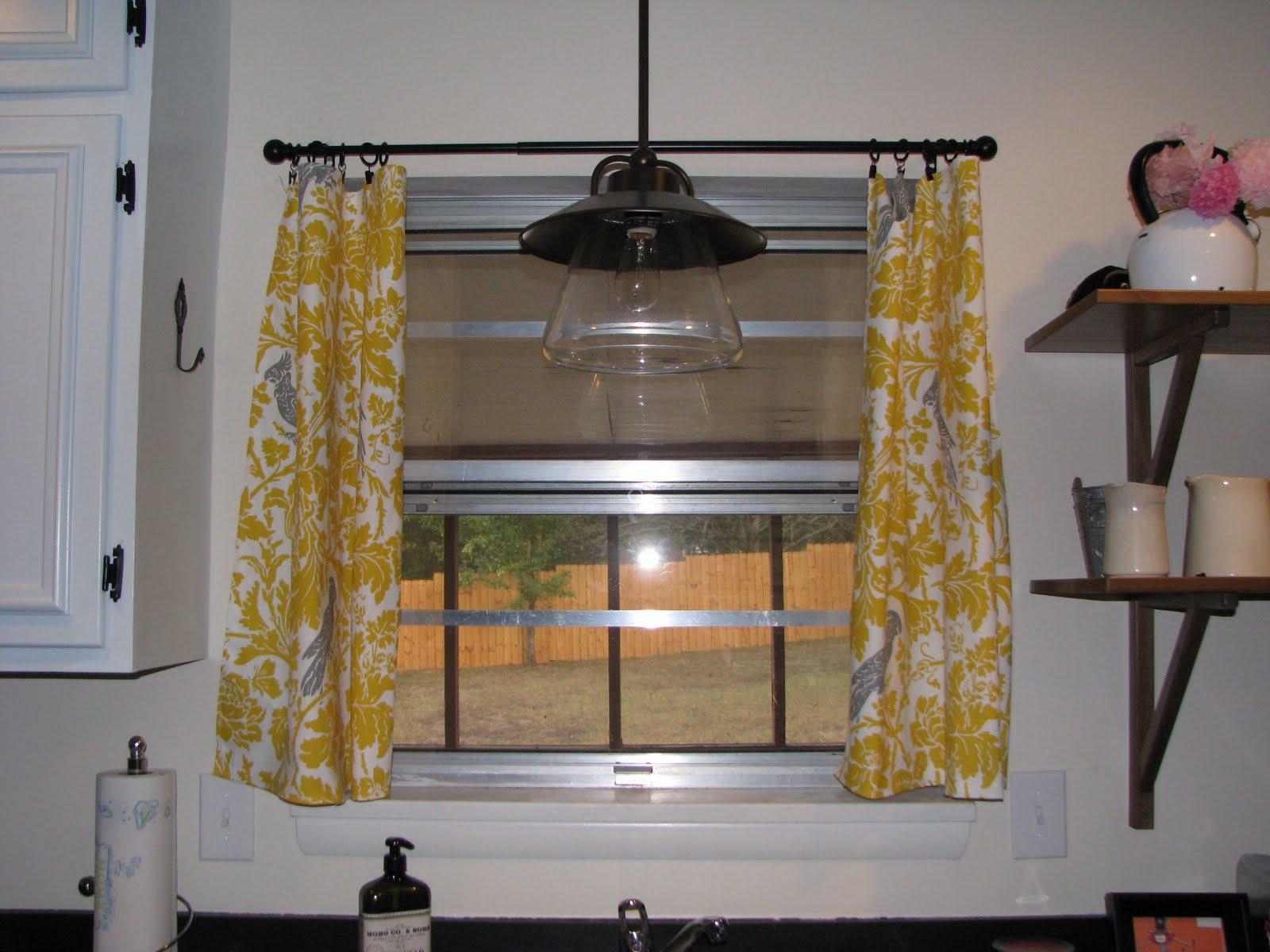 gul-og-grå-køkken-gardiner-billede