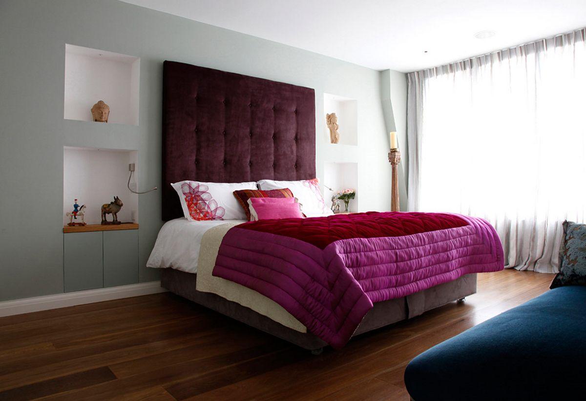 yndig-moderne-interiør-design-for-små-soveværelser-inspirationer-med-hvid-og-lilla-seng-cover-tema-dekoration-ideer-også-træ-gulv-områder