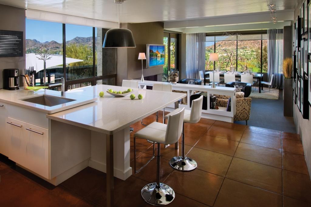 Fantastisk moderne køkken og stue kombination med stort glasvindue med køkken: stue ideer stue møbler stue - KitchenDecor